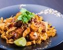 【ランチ】スパイシーポークと魚介、ライム香るシンガポール焼きそば