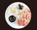 【TAKEOUT】生ハム、チーズ、オリーブ盛り合わせ