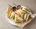 【TAKE OUT】ライ麦パンのアメリカンクラブハウスサンドウィッチ ¥1,500
