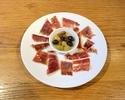 イベリコ豚の生ハムとオリーブの盛り合わせ