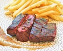 牛ステーキとフライドポテト