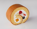 新フルーツロールケーキ1ピース ¥864(税込)