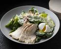 シーザーサラダ・ロメインレタス・ベーコン・クルトン ポーチドエッグ・低温調理した鶏胸肉